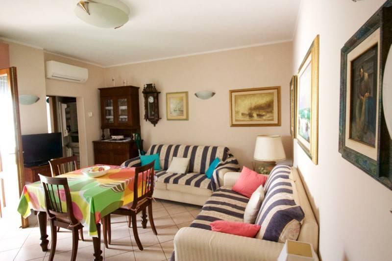 Appartamento in vendita a Forte dei Marmi, 3 locali, prezzo € 590.000 | PortaleAgenzieImmobiliari.it