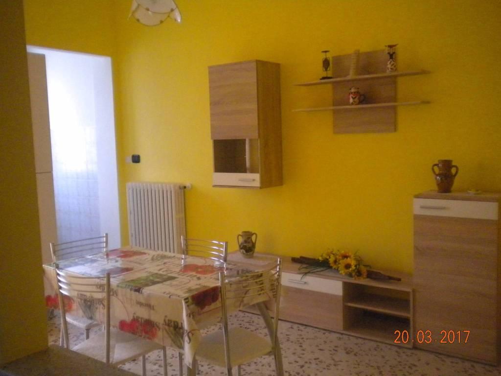 Appartamento in buone condizioni in affitto Rif. 8961815