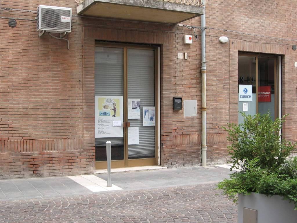 ARGENTA - Locali commerciali ad uso negozio, ufficio, studio Rif. 4340069