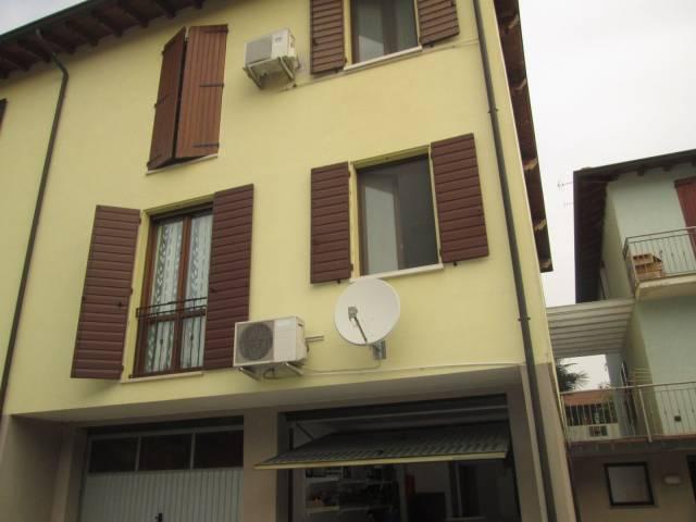 Appartamento in vendita a Volta Mantovana, 4 locali, prezzo € 145.000 | Cambio Casa.it