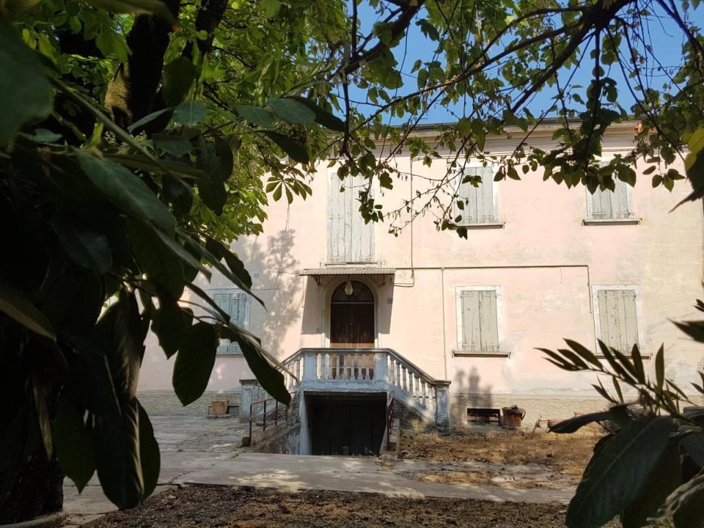 Villa in Vendita a San Giovanni In Persiceto Semicentro: 5 locali, 290 mq