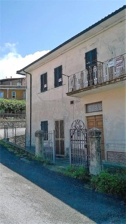 Appartamento in buone condizioni parzialmente arredato in vendita Rif. 5025140