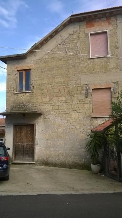 Appartamento da ristrutturare in vendita Rif. 8466375