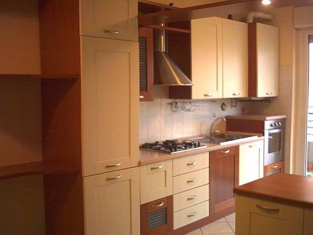 Appartamento in ottime condizioni arredato in affitto Rif. 4401340