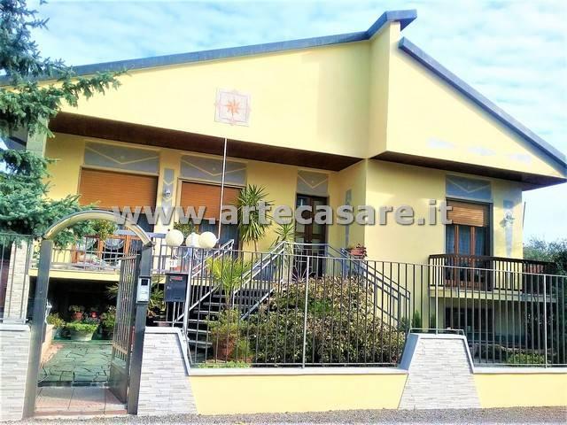 Villa in vendita a Parabiago, 6 locali, prezzo € 520.000   Cambio Casa.it