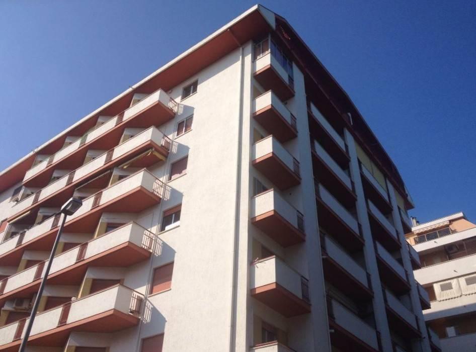 Appartamento da ristrutturare in vendita Rif. 4202207