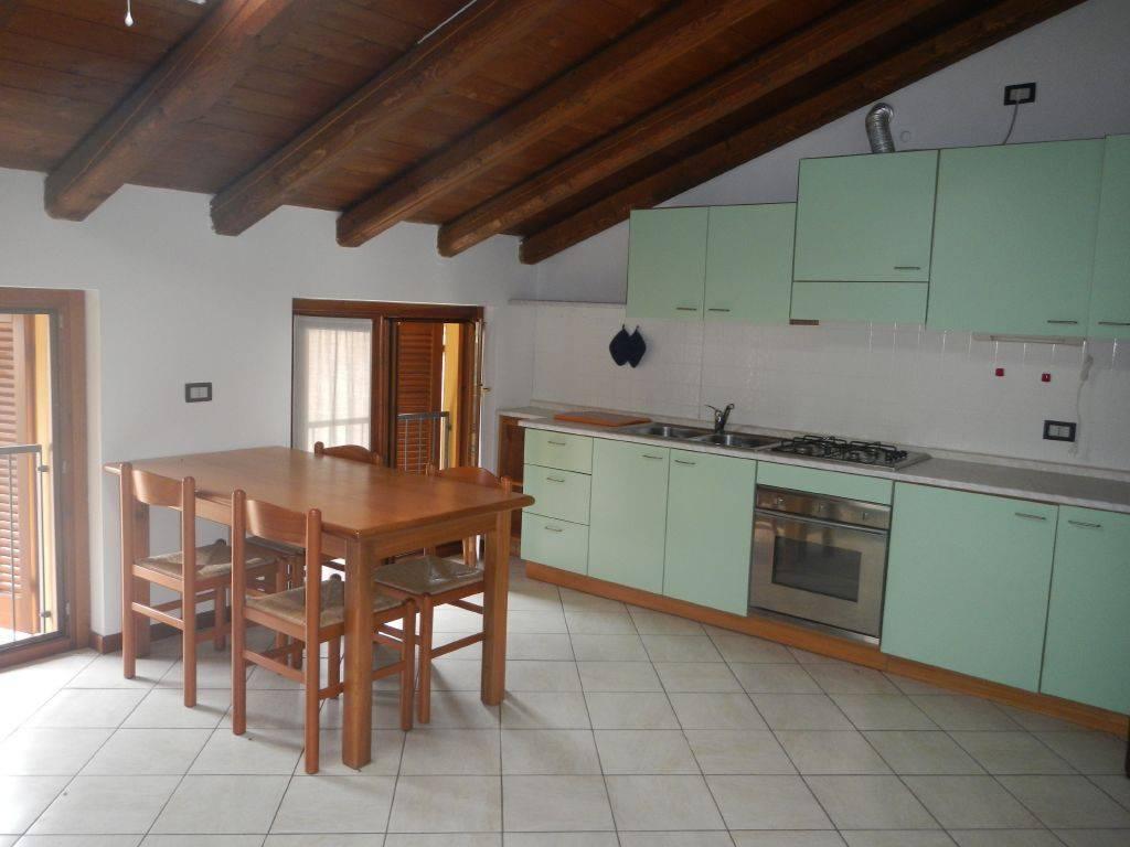 Appartamento in ottime condizioni arredato in affitto Rif. 4407733