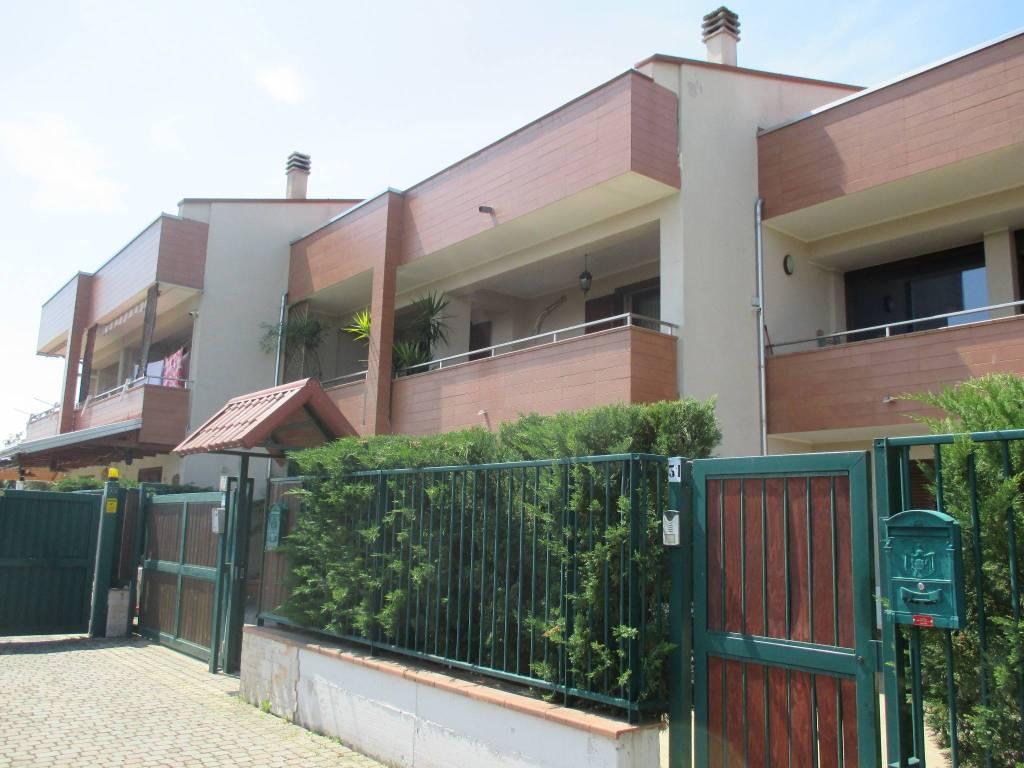 Villetta a schiera in buone condizioni in vendita Rif. 4877352