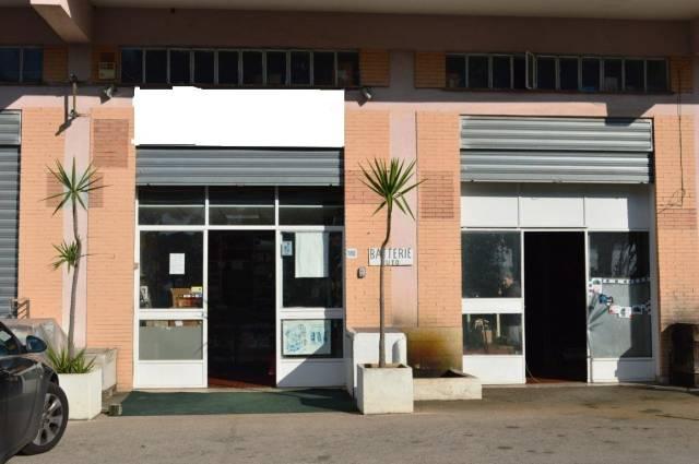 Locale commerciale in affitto SOPPALCATO DUE VETRINE