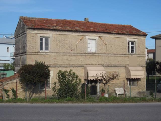 Rustico / Casale da ristrutturare in vendita Rif. 4362568