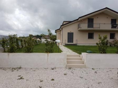 Villa nuova costruzione Lussuosa con 300 mq GIARDINO