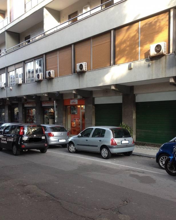 Negozio-locale in Affitto a Messina Centro: 1 locali, 60 mq