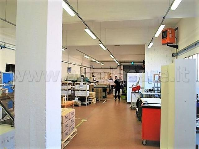 Capannone in affitto a Settimo Milanese, 4 locali, prezzo € 2.000 | Cambio Casa.it