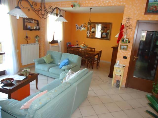 Appartamento in ottime condizioni in vendita Rif. 4507219
