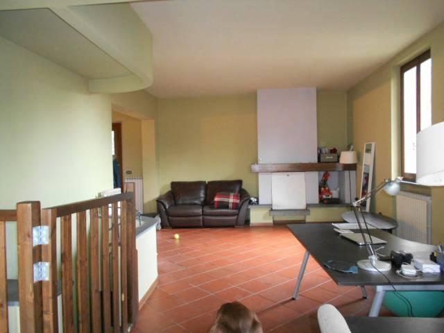 Villa in affitto a Pescia, 6 locali, prezzo € 1.100 | Cambio Casa.it