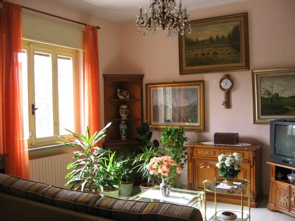 Villa in vendita a Mortara, 5 locali, prezzo € 150.000   CambioCasa.it