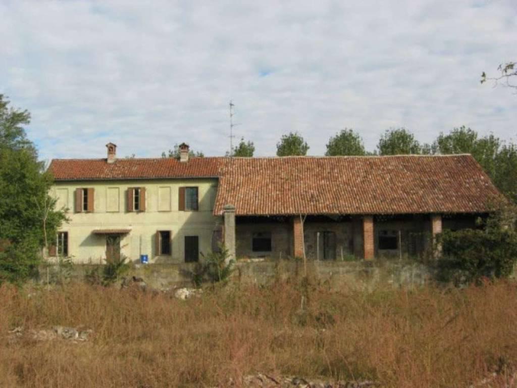 Rustico / Casale in vendita a Garlasco, 6 locali, prezzo € 145.000   CambioCasa.it