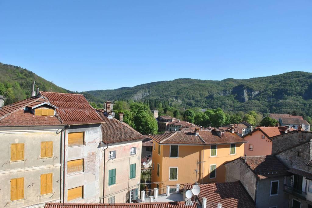 Appartamento in vendita a Voltaggio, 9 locali, prezzo € 60.000 | CambioCasa.it
