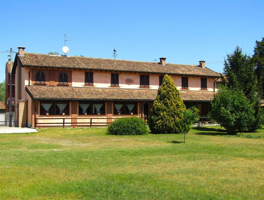 Rustico / Casale in vendita a Bereguardo, 6 locali, prezzo € 495.000 | CambioCasa.it