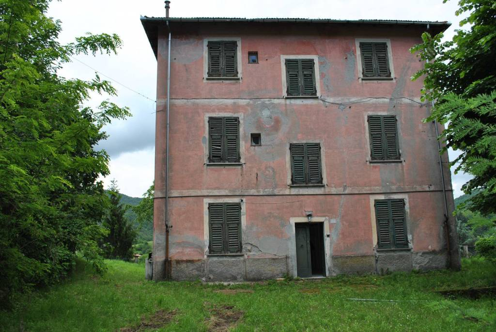 Rustico / Casale in vendita a Voltaggio, 10 locali, prezzo € 180.000 | CambioCasa.it