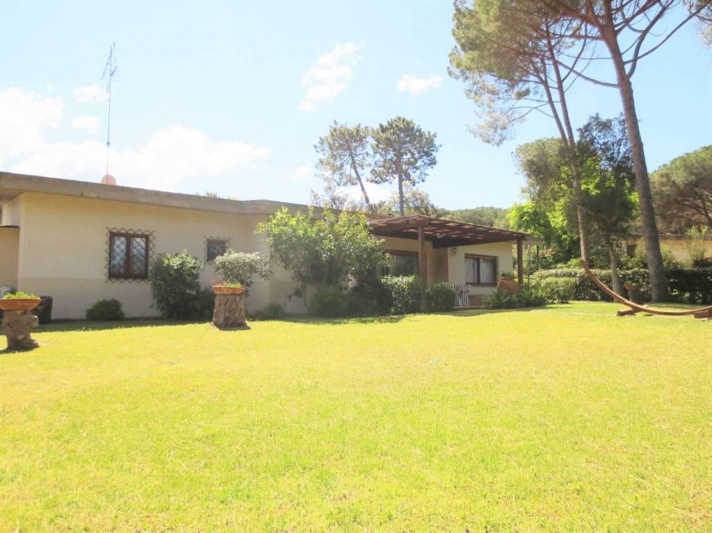 Villa in buone condizioni arredato in affitto Rif. 8818500