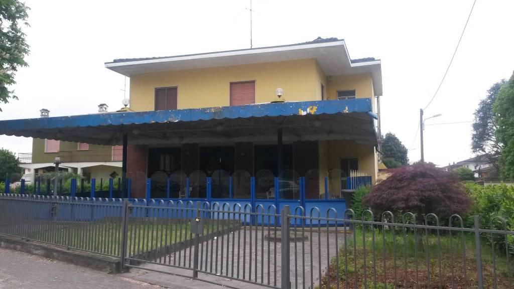 Negozio / Locale in vendita a Izano, 6 locali, prezzo € 280.000   PortaleAgenzieImmobiliari.it