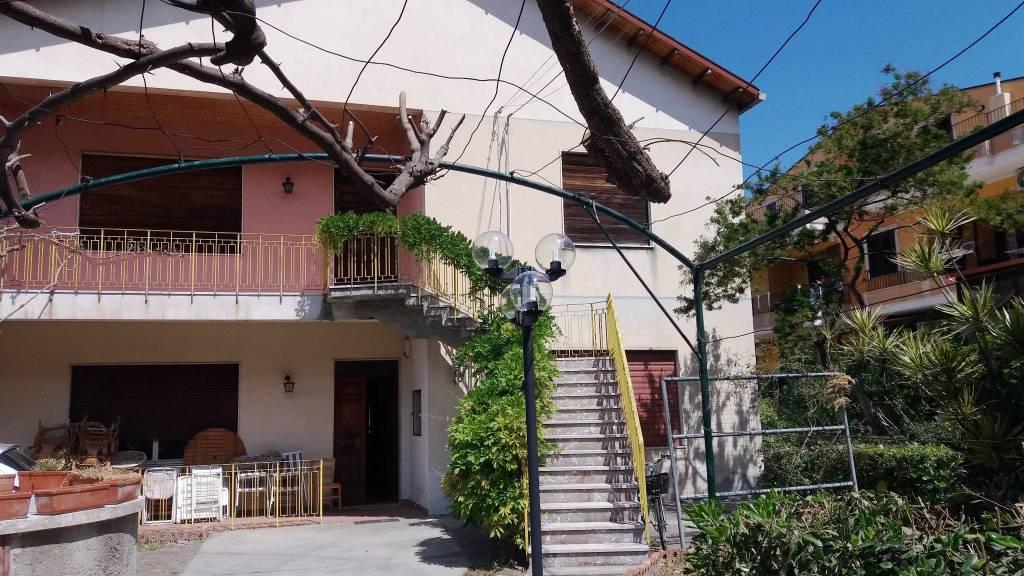 Villa in Vendita a Rometta Periferia: 5 locali, 209 mq