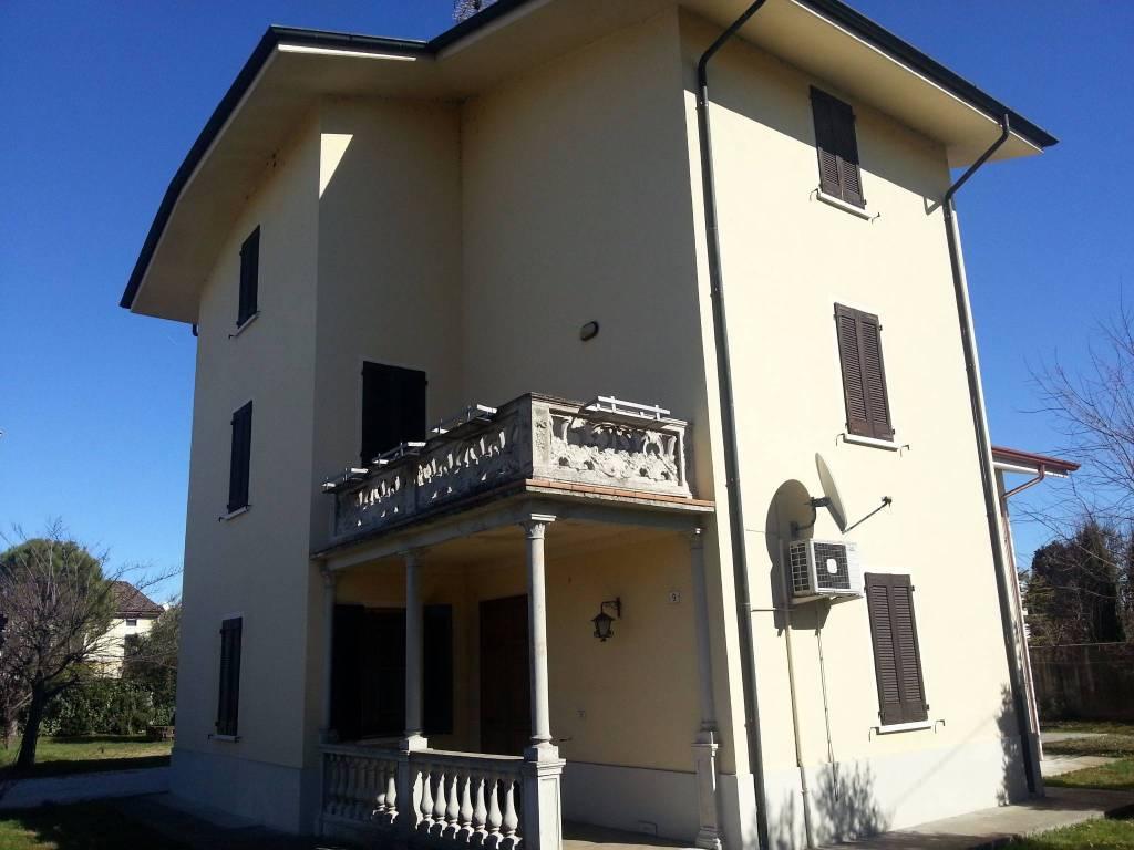 Villa in buone condizioni parzialmente arredato in vendita Rif. 4864297