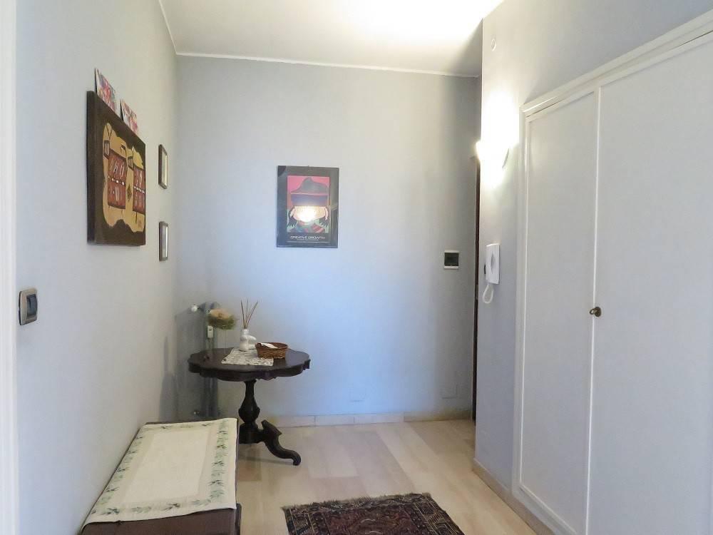 Appartamento in buone condizioni arredato in affitto Rif. 8693259