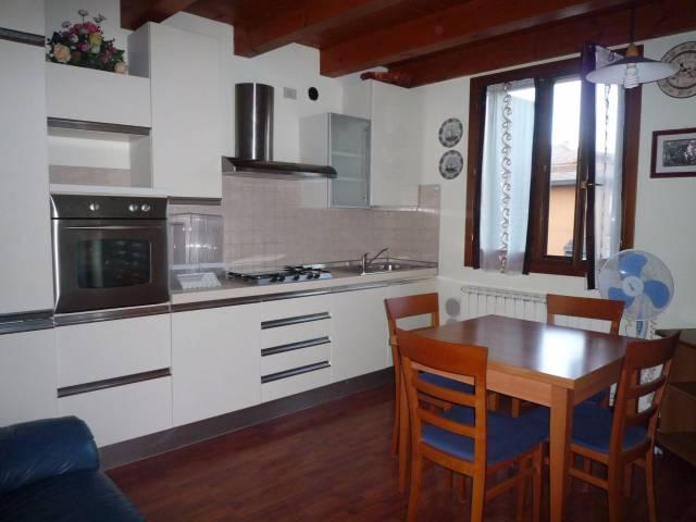 Appartamento in ottime condizioni arredato in affitto Rif. 7202809