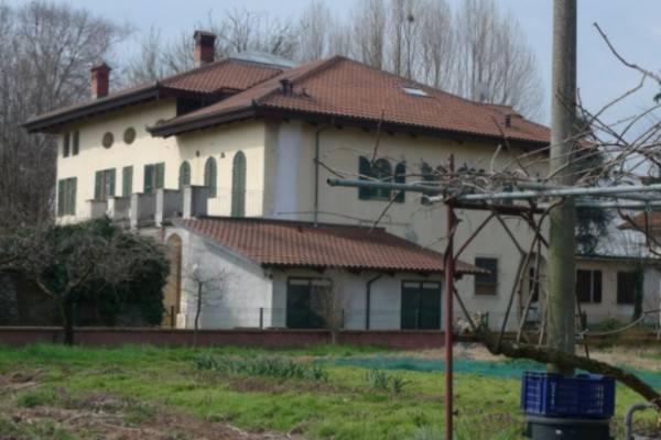 Palazzo / Stabile in Vendita a Scalenghe