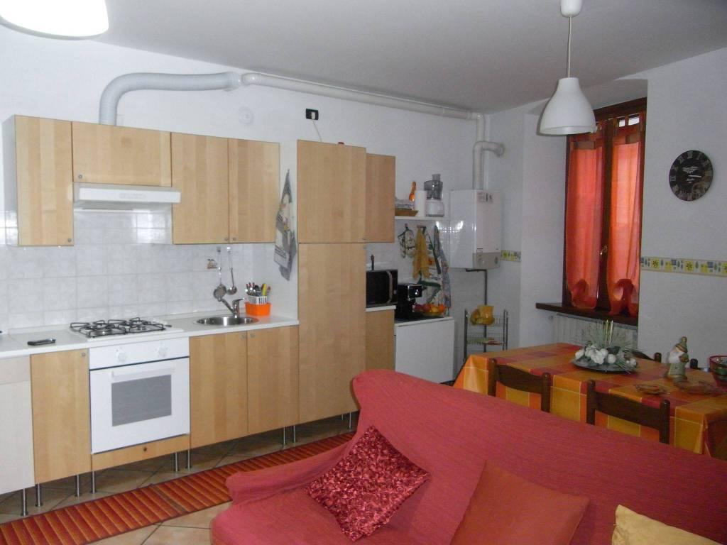 Appartamento in buone condizioni arredato in affitto Rif. 4367554