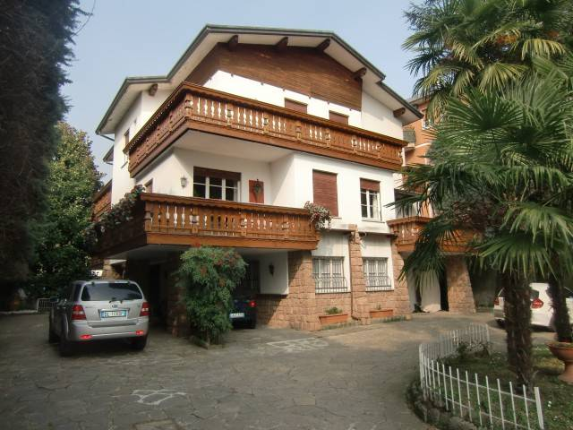 Villa in vendita a Ponte Lambro, 6 locali, Trattative riservate | Cambio Casa.it