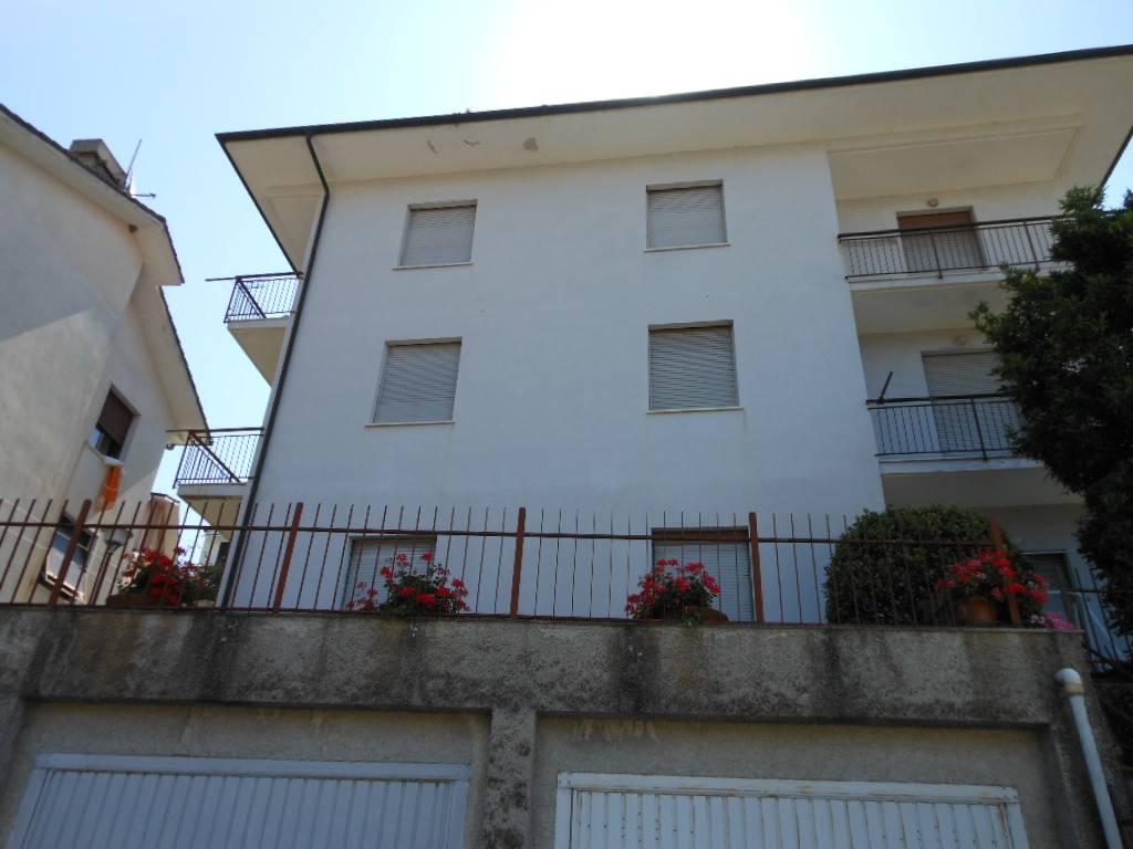 Appartamento in buone condizioni parzialmente arredato in vendita Rif. 7334288