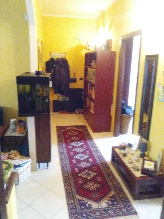 Appartamento in buone condizioni in vendita Rif. 9395660