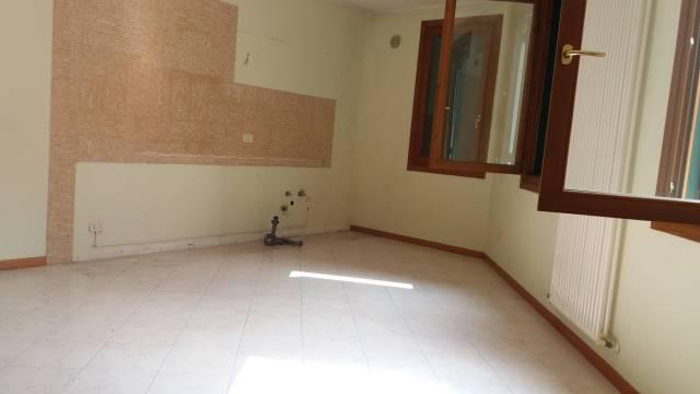 Appartamento in vendita a Castelnuovo del Garda, 3 locali, prezzo € 128.000   Cambio Casa.it