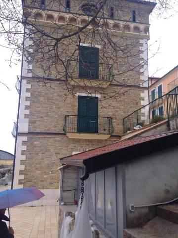 Appartamento in buone condizioni in vendita Rif. 4558085