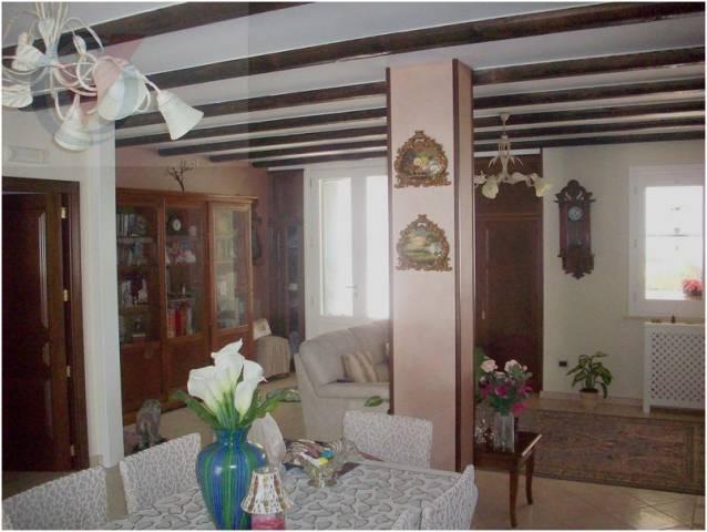 Villa in vendita a Corigliano d'Otranto, 6 locali, prezzo € 280.000 | Cambio Casa.it