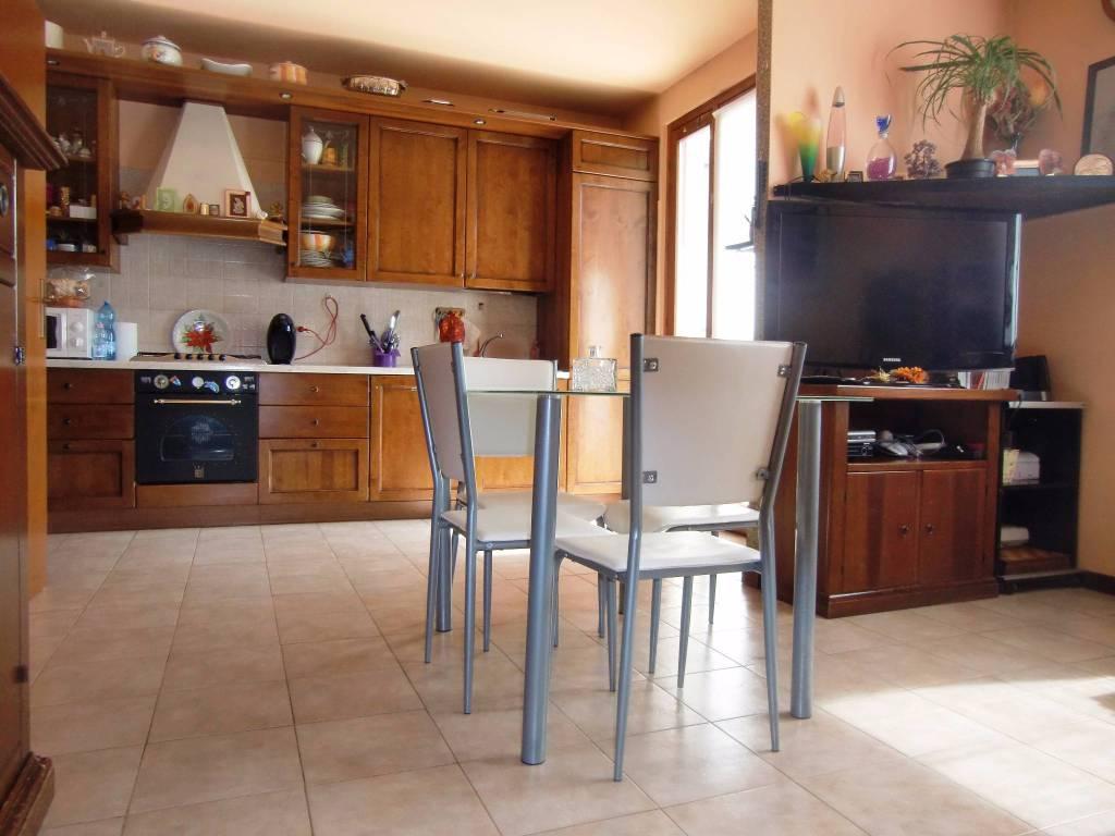 Appartamento in ottime condizioni in vendita Rif. 8003878