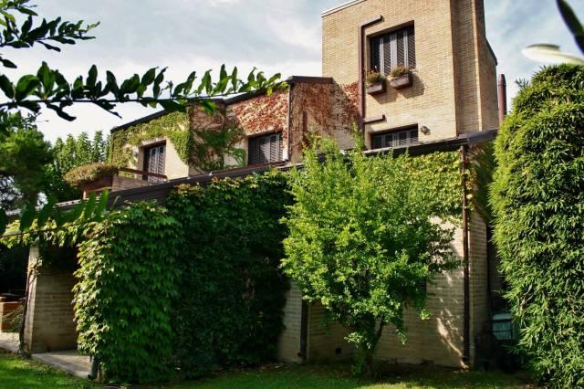 Villa in buone condizioni parzialmente arredato in vendita Rif. 4244649