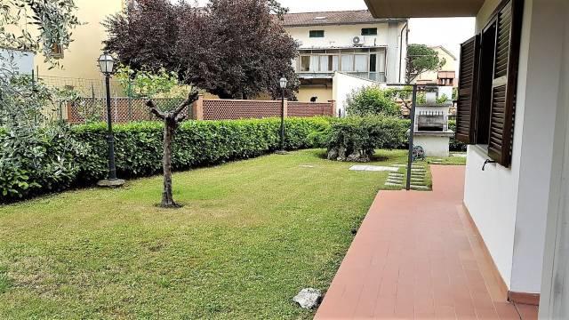 Villa in buone condizioni parzialmente arredato in vendita Rif. 4545231