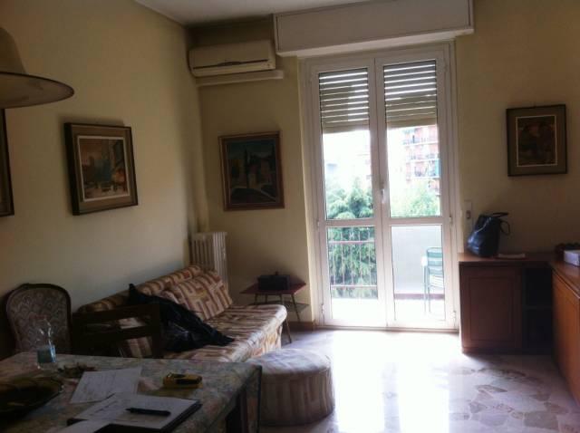 Appartamento in vendita a Milano, 3 locali, zona Zona: 13 . Baggio, Forze Armate, Quinto Romano, Bisceglie, Valsesia, prezzo € 220.000 | Cambio Casa.it