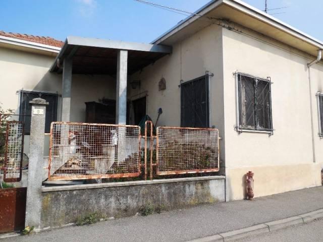 Villa in vendita a Biandrate, 6 locali, prezzo € 80.000 | Cambio Casa.it