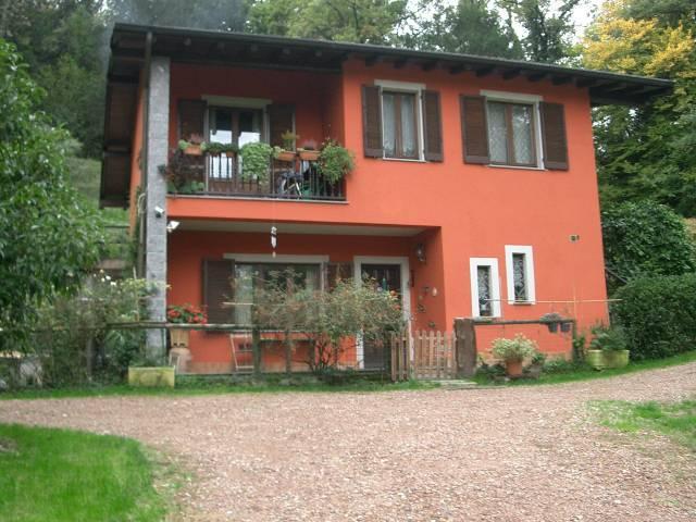 Villa in vendita a Cassano Valcuvia, 4 locali, prezzo € 310.000 | Cambio Casa.it