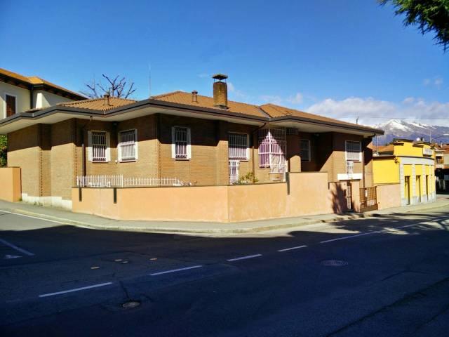 Villa in vendita a Luino, 6 locali, prezzo € 490.000 | Cambio Casa.it