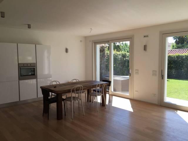Appartamento in affitto a Montebelluna, 6 locali, Trattative riservate | Cambio Casa.it