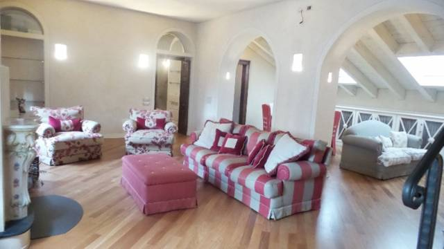 Attico / Mansarda in vendita a Gallarate, 3 locali, Trattative riservate | Cambio Casa.it