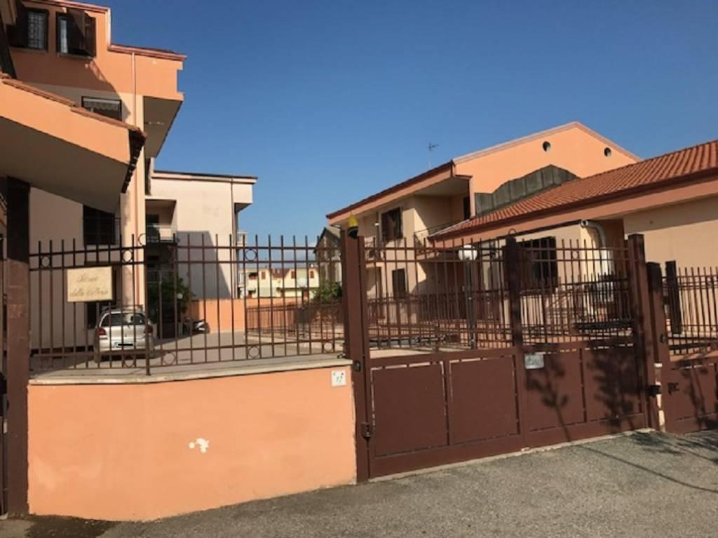 Appartamento in buone condizioni in affitto Rif. 7858323