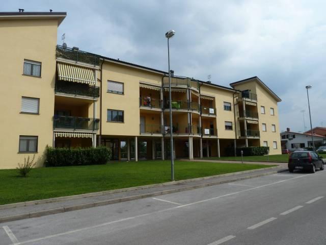 Appartamento in ottime condizioni in affitto Rif. 6758648