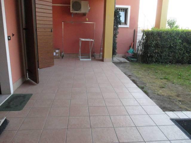 Appartamento in vendita a Peschiera del Garda, 4 locali, prezzo € 185.000 | Cambio Casa.it